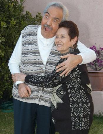 Su esposa y amiga de toda la vida, María Elena Frias.
