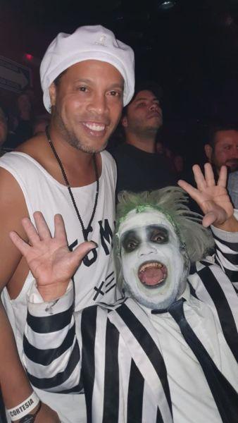 Hanoi Pestana, junto a Ronaldinho