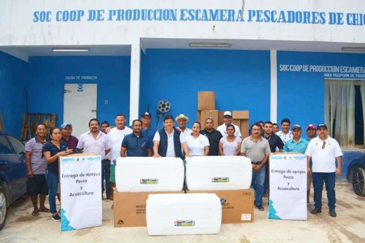 Entregan apoyos a pescadores de Chiquilá