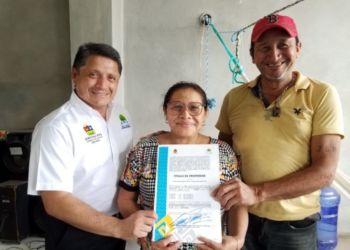 Entregan títulos de propiedad a familias de Cozumel