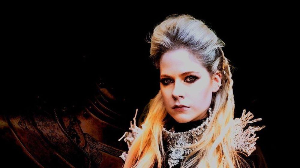 """Avril Lavigne re-lanzará """"Warrior"""" en honor a los trabajadores de la salud"""