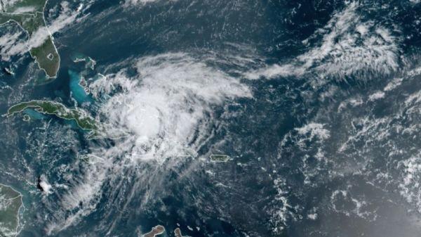 Decretan estado de emergencia por el huracán Isaías en Florida