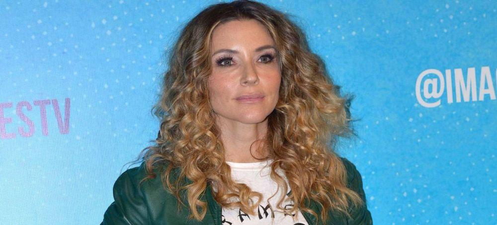 Issabela Camil sufre incidente en su camioneta por huir de preguntas sobre Sergio Mayer