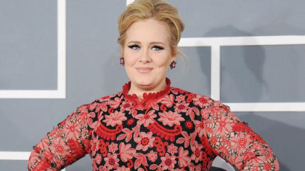 Adele está irreconocible luego de bajar más 45 kilos