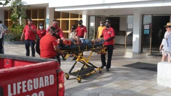Turista se echa un clavado en alberca y termina lesionada