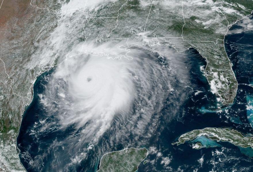 """Con """"marejada ciclónica insuperable"""" Laura azotará Texas y Luisiana"""