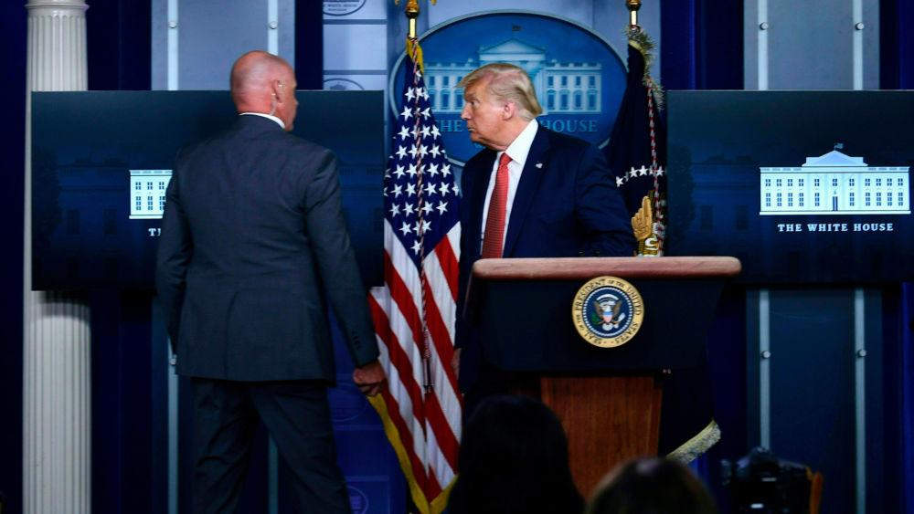 Por tiroteo cerca de la Casa Blanca retiran a Trump de conferencia de prensa