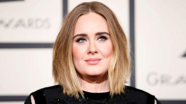 Adele sorprende con inesperado anuncio a sus seguidores