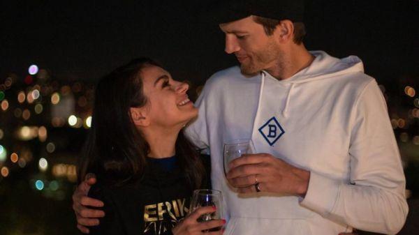 Ashton Kutcher y Mila Kunis se dejan ver en público con sus hijos