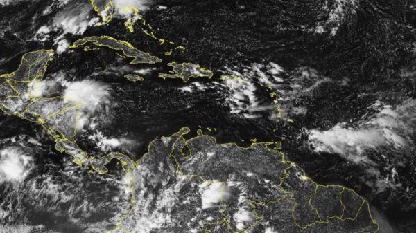 Zona de baja presión aumenta su probabilidad de convertirse en huracán