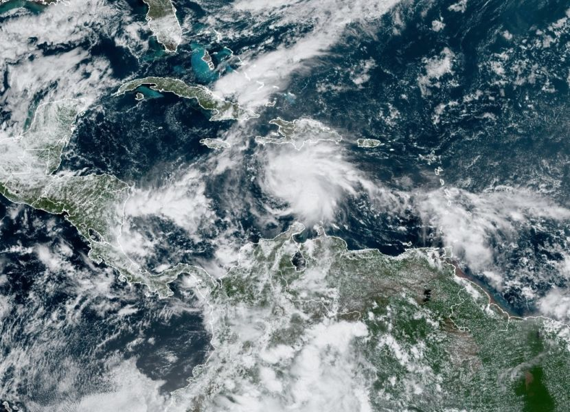 Onda tropical con altas probabilidades de convertirse en huracán