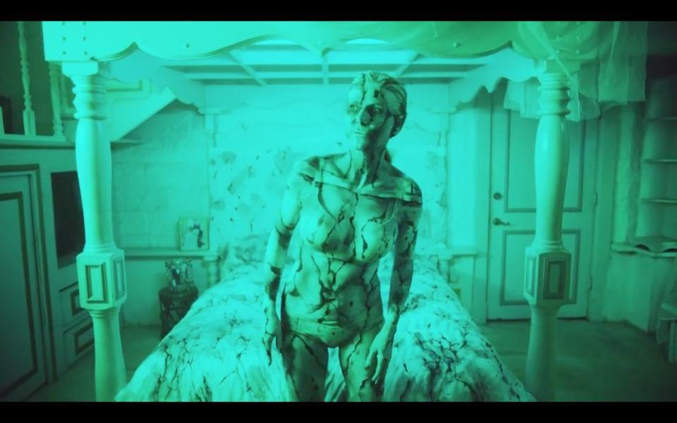 Heidi Klum estrena mini película de terror por Halloween