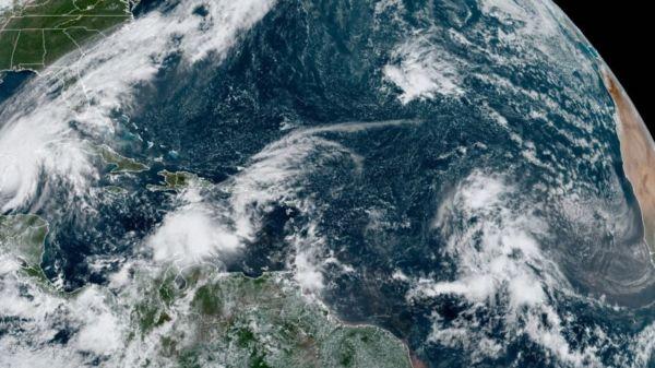 Tres disturbios vienen detrás de la tormenta tropical Gamma